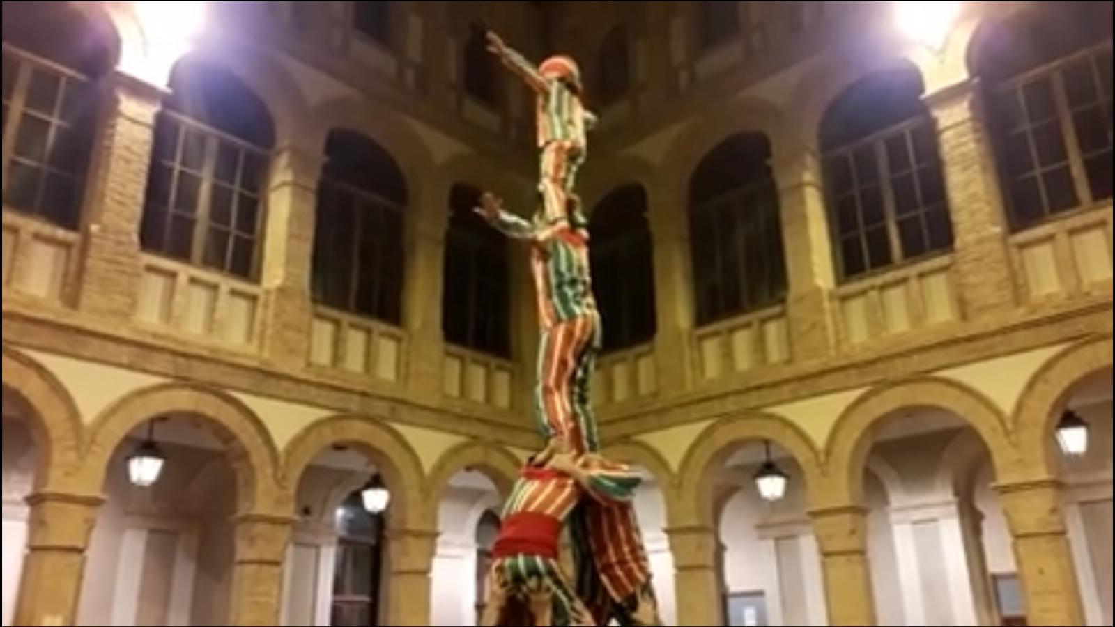 """Inaugurem a Alzira  l'exposició de l'artista Toni Espinar amb un """"Camí de Gegantets"""" , un """"Guió Caminat"""" i una """"Desplegada"""" col·lectiva  al pati de la Casa de la Cultura"""
